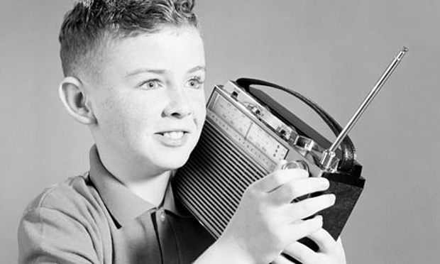 Boy-listening-to-portable-001